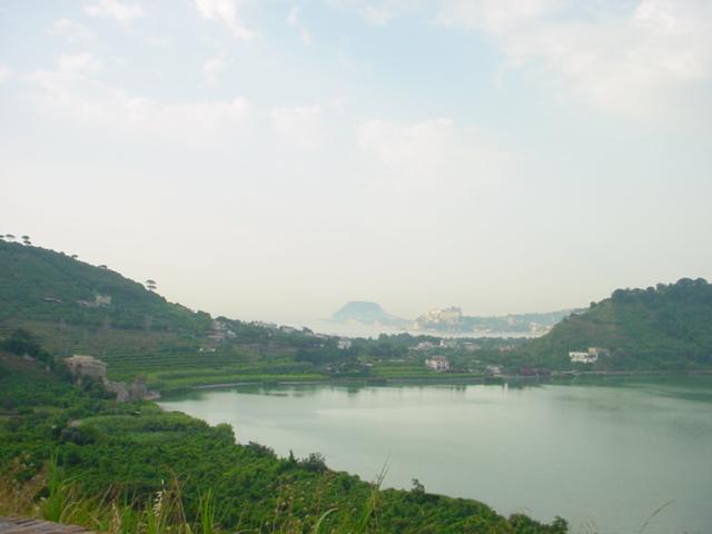 Lake_Avernus